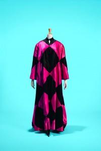 Elsa Schiaparelli, manteau du soir ayant appartenu à Elsa Schiaparelli, haute couture A/H 1949 Collection Palais Galliera, musée de la Mode de la Ville de Paris © Spassky Fischer