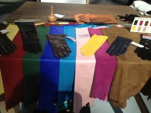 Peau et gants ©De fil en archive