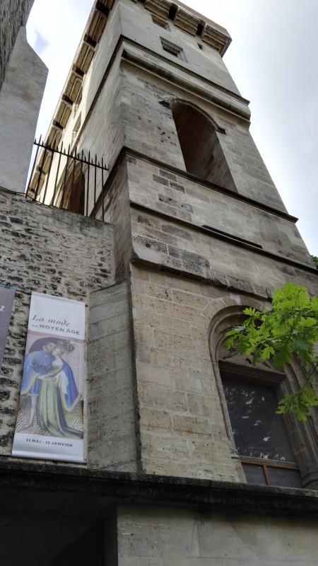 La façade de la Tour Jean sans peur, ancien palais parisien des ducs de Bourgogne. © de fil en archive