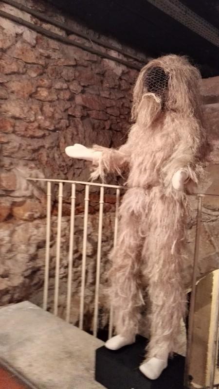 Costume d'homme sauvage en étoupe de lin et cire © De fil en archive